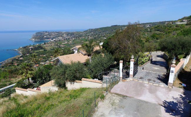 ingresso villa visto dall'alto